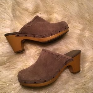 *American Eagle* suede mules size 7